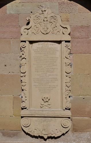 Maulbronn (Alemania). Monasterio. Estela sepulcral de georg Conrad Hermanns en el exterior
