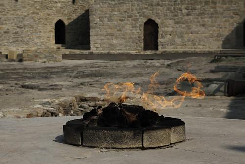 """den evige Ild ude ved Baku"" (Knut Hamsun)"