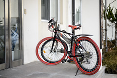 S17_2846 (Daegeon Shin) Tags: nikon d4 nikkor 55mmf28 55mm bicycle bicicleta red rojo couple twain par 니콘 니콘렌즈 자전거 빨강 짝 쌍