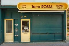 Terra Rossa, Nijmegen (m.a.r.c.) Tags: green yellow nijmegen restaurant pasta laden pizza gelb grn pizzeria terra shopfront rossa nimwegen
