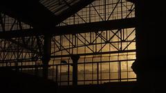 Waterloo Sunset's Fine (Coquine!) Tags: greatbritain sunset london station sonnenuntergang unitedkingdom bahnhof londoneye waterloo ferriswheel riesenrad theeye christianleyk