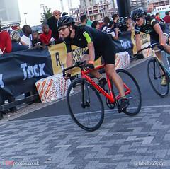 IMG_6296_Red_Hook_Crit_London (Fabrizio Malisan Photography @fabulouSport) Tags: london cycling o2 bikes gear bicycles arena ciclismo ciclista fixed fixie fixedgear velo greenwichpeninsula fixedgearbikes cyclingphotos pionfijo cyclingevents pignonfixe redhookcrit redhookcriterium redhookcriteriumlondon redhookcritlondon