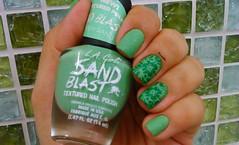 Green Sand - L.A. Girls (Raabh Aquino) Tags: unhas esmaltes texturizado verde nail art liquidsand nails nailpolish