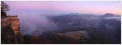 Nebel zieht auf (Norbert Kaiser) Tags: aussicht sächsischeschweiz elbsandsteingebirge abendlicht dämmerung nebel elbtal königstein festungkönigstein tafelberge