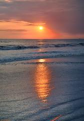 The Sun and the Sea. (Carlos Arriero) Tags: manuelantonio costarica playa sea beach mar agua water sun sol carlosarriero viajar travel nikon d800e tamron 2470mm paisaje landscape sunset atardecer color colores colors colours reflejo reflections américa
