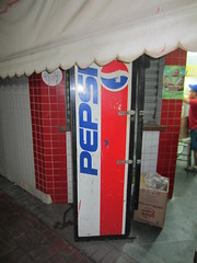 Old Pepsi vending machine (Like_the_Grand_Canyon) Tags: travel vacation rio brasil america de soft janeiro drink south beverage brasilien pop soda amerika brayil sdamerika