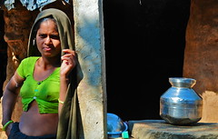 India-Gujarat-Chandrana village (venturidonatella) Tags: portrait people india look nikon women asia village faces sguardo colori ritratto gentes gujarat volti minorities adivasi minoranza chandrana