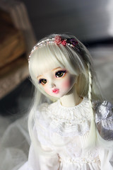 Alice wearing hair band (Le-miel_Sojeong) Tags: doll handmade sd bead bjd accessories volks hairband liselotte lemiel