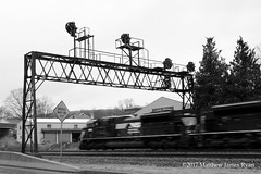 18 Days On The Main Line: Day 3 (Wanderer Photography) Tags: norfolksouthern ns intermodal locomotive emd engine sd70m2 rail tie spike track cambria pennsylvania county summerhill croyle automatic 263 township boro borough pittsburgh line division west slope broadway broad way black white blackandwhite blackwhite monochrome grey gray signal mast bridge road head pole position light yellow color grass sky earth ground railroad railway cars car container trailer diesel