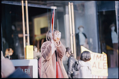 A limited-time sale (Harajuku, Tokyo) (xperiane (Extremely busy)) Tags: pentaxlx samyang85mmf14 kodak ultramax400 harajuku tokyo japan 原宿 フィルム film v850 epson gtx980