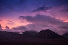 Sunset - Bromo, Indonesia (pas le matin) Tags: cloud sunset outdoor coucherdesoleil crepuscule dusk sky mountain landscape travel indonesia voyage worrld indonésie bromo volcano montagne colorful colors canon 7d canon7d canoneos7d eos7d