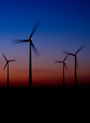 Himmelfarben (steffen_hdf) Tags: sunset landscape nikon sonnenuntergang dmmerung turbines langzeitbelichtung windturbines windkraftrder