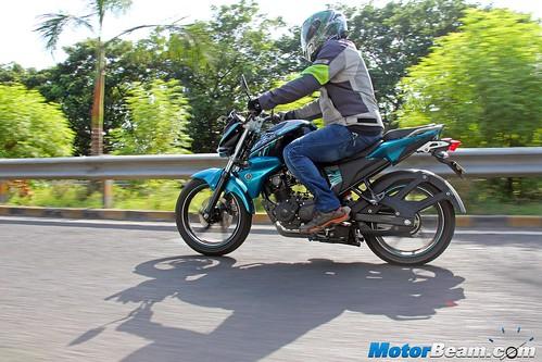 2015-Yamaha-FZ-V2-Long-Term-16