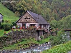 Pyrénées National Park France (@omarsilva_photos) Tags: naturaleza mountain nature rio river arquitectura ngc natur montaña casas cabaña nationalgeographic iphone teja armonía parques tipicas omarsilvaphotos