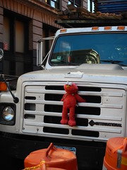 Elmo truck (C_Oliver) Tags: usa america newyork manhattan lowermanhattan broadway princestreet truck lorry windscreen windshield elmo toy doll rope sesamestreet