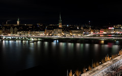 Stockholm by Night (Raph/D) Tags: winter hiver stockholm suede sweden night nuit long exposure shot city town capital north northern europe travel urban gamla stan sodermalm water island ile skyline pose canon eos 7d mark ii canoneos7dmarkii l series lseries 2470mm ef2470mmf28liiusm light trails traffic train metro lightroom ville