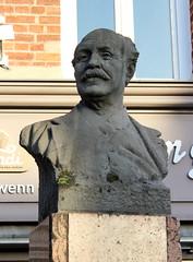 Oissel - Docteur Cotoni (Philippe Aubry) Tags: normandie seinemaritime valléedelaseine oisselsurseine statue buste docteurcotoni josephcotoni