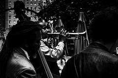 Jazz in the Street - San Francisco (andrebatz) Tags: san francisco fran california ca united states eua blues jazz street photography black white preto e branco músicos rua vintage nikon music outdoor trumpet old school musician pub bw pb