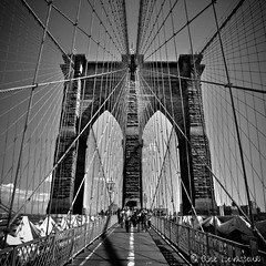 Brooklyn bridge (Alice Levasseur) Tags: brooklyn brigde new york black white noir blanc perspective