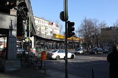 U1 am Schlesischen Tor (socialwebforscher) Tags: berlin canon1635mmf28liii canoneos5dmarkiv grosstadt kreuzberg menschen schlesischestor sehenswürdigkeit strasenleben u1 verkehr