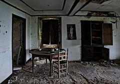 Esperado a Buster Keaton (f@gra) Tags: buster keaton busterkeaton salon livingroom sony indoor interiorismo urbex abandoned abandono galicia spain