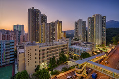 Sunset everywhere (mikemikecat) Tags: cityscape hongkong sonya7r a7r mikemikecat sony stacked building colorful blue 建築 建築物 建築結構 基礎建設 城市 夜景 nightscape urban 戶外 h天際線 建築大樓 摩天大廈 rooftop cityscapes carlzeiss hdr 天際線 sunset magicmoment kwaichung