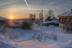 country idyll (Sergey S Ponomarev - very busy) Tags: sergeyponomarev canon eos 70d zenit zenitar winter hdr landscape paysage paesaggio inverno january 2017 frost cold ice sunrise dawn morning houses buildings rural country russia russie russland north europe nord viatka vyatka wjatka kirov dog wire fence trees stillness tranquility peace сергейпономарев киров россия успенское зима мороз холод деревня утро рассвет снег провода дома собака пейзаж солнце сельский зенит зенитар забор избы вятка январь сугроб