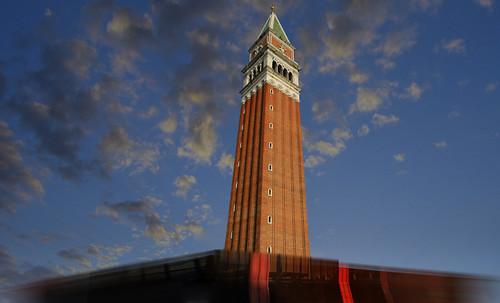 "Torres legendarias / Faros, minaretes, campanarios, rascacielos • <a style=""font-size:0.8em;"" href=""http://www.flickr.com/photos/30735181@N00/32493404956/"" target=""_blank"">View on Flickr</a>"