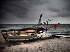 Winter break (Ostseetroll) Tags: deu deutschland geo:lat=5406182978 geo:lon=1076408822 geotagged ostseeküste schleswigholstein sierksdorf ostsee balticsea fischerboot fishingboat winter stimmung mood