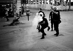 istambul13 195f (dibattista) Tags: park urban turkey police riots taksim istambul guerrilla turchia warfare lacrimogeni sommosse teargaz