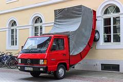 Der Truck an der Wand (3) (Heiko S.) Tags: truck mercedes kunst karlsruhe marktplatz zkm lkw erwinwurm ka300