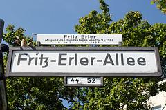 322 Fritz-Erler-Allee (Alte Wilde Korkmnnchen) Tags: berlin littlepeople gropiusstadt altewildekorkmnnchen corklittleman