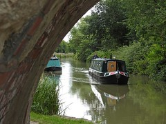 1164-01L (Lozarithm) Tags: bridges canals p900 kennetavon narrowboats seend sellsgreen 242000