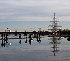 Le Belem dans le miroir d'eau (dbeyly) Tags: bordeaux miroirdeau garonne fleuve quais belem reflets