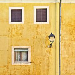 Ventanas sobre amarillo (TOSATTO) Tags: cuenca amarillo farol barroco ventana cuatro fachada lantern four window yellow architecture facade baroque
