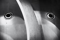 Nasique avait le même appendice nasal que son cousin Pinocchio mais, comme il restait flasque, ses mensonges passaient inaperçus.... (Isabelle Gallay) Tags: pareidolie face visage fuji fujifilm urban urbain ville city citéduvin aquitaine gironde bordeaux eyes yeux regard