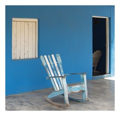 Have a seat ! (kurtwolf303) Tags: chair stuhl schaukelstuhl blue white blau weis window fenster tür door rockingchair unlimitedphotos viñales cuba kuba olympusem5 omd microfourthirds micro43 systemcamera mirrorlesscamera 250v10f topf25 topf50 500v20f topf75 800views 900views topf100 kurtwolf303 1000v40f