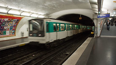 Metro1ParisFrance5-24-16 (railohio) Tags: metro trains paris france 052416 subway métrodeparis underground station mf67 iéna