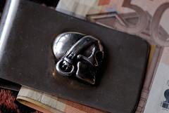 210306-001.jpg (df1hx) Tags: money macro silver skull makro geld totenkopf silber moneyclip pyratestyle
