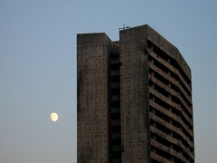 Parlement au clair de la lune (Marlandova) Tags: moon lune ruins europe dusk sarajevo bosnia ruin parliament east balkans parlement crpuscule easterneurope bosna bosnie exyugoslavia exyougoslavie exjugoslavia