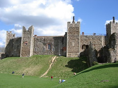 Framlingham Castle (Mark) Tags: old uk england castle suffolk steep framlingham frammers