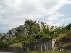 Verbicaro sur la roche (Zaccari) Tags: italy geotagged pierre cs calabria italie roche vecchio verbicaro geotoolgmif geolat39755389 geolon15913240