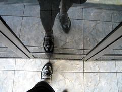 ドアと靴の写真