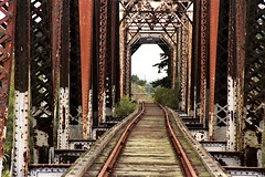 Salinas River Railroad Bridge, Salinas, California (Thad Roan - Bridgepix) Tags: california railroad travel bridge water architecture marina river photo monterey rust photos bridges railway historic salinas highway1 montereycounty span 200410 railwaybridge bridging castroville salinasriver truss wellframed trussbridge bridgepixing rairoadbridge bridgepix salinasriverrailroadbridge bridgeblog
