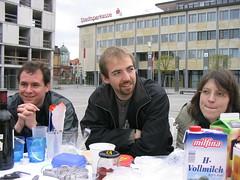 es frühstücken: Björn, Florian und Elisabeth