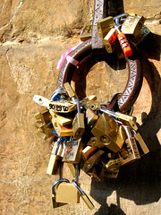 Locked (shutterBRI) Tags: italy tag3 taggedout canon keys photography photo florence tag2 italia tag1 2006 powershot tuscany locks firenze toscana a80 pontevecchio 1on1 challengeyouwinner brianutesch flickrchallengewinner brianuteschphotography