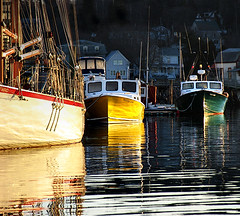 Dawning* (Imapix) Tags: travel sunset usa nature sunrise reflections boats dawn soleil photo photographie 500v20f newengland sharpen dawning coucherdesoleil imapix boothbayharbor gatanbourque copyright2006gatanbourqueallrightsreserved gtaggroup goddaym1 imapixphotography gatanbourquephotography