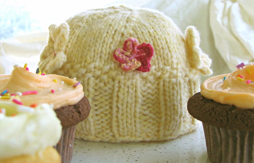 hat yellow cupcakes knitting dpns babyhat knitpicks cupcakeroyale doublepointedneedles sockgarden dolcetto joannsensations