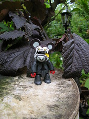 King Devil hatching some devious plan... (Meffi) Tags: vinyl qee toy2r kingdevil keisawada