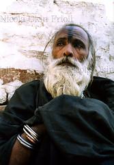 Pakpattan-34 (Nicola Okin Frioli) Tags: pakistan portrait photography photo foto photographer photojournalism punjab pilgrimage fotografo photojournalist okin okinreport wwwokinreportnet nicolaokinfrioli fotogiornalista pakpattan babafareedganj lifeobserved nicolafrioli